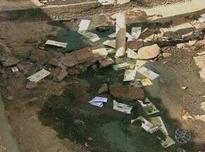 Bandidos explodem cofre de agência bancária em Jataúba - Criminosos colocaram grampos na PE-160 para impedir reforço policial.