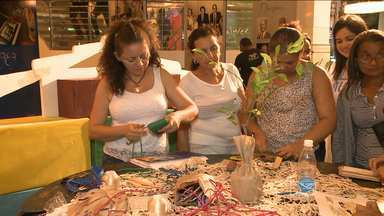 Artesãs dão aulas de reciclagem em São Luís - Elas ensinam a fazer acessórios com matéria prima regional.