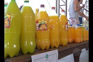 Feira comercializa patos vivos em Belém - Consumidores acordaram de madrugada para garantir alimento.