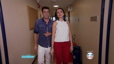 Monica Iozzi e Joaquim Lopes mostram bastidores dos estúdios do Vídeo Show - Dupla invade sala onde ficam os diretores do programa