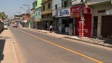 Assaltante é baleado por policial à paisana durante assalto em Cariacica, ES - Loja de celulares fica no bairro Rio Marinho. Policial estava comprando um aparelho e baleou o assaltante na perna após uma luta corporal.
