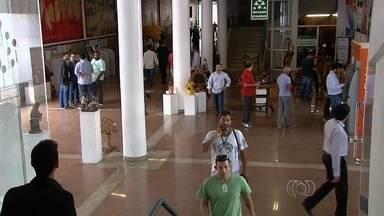 Polícia Civil investiga servidores que batiam ponto e deixavam Assembleia, em Goiânia - Delegado vai analisar imagens e folha de ponto dos envolvidos, em Goiás. Eles podem responder pelo crime de peculato, assim como os superiores.
