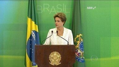 Presidente Dilma Rousseff anuncia o corte de oito ministérios - Dilma também anunciou a redução dos salários dela, do vice e de ministros. Reforma amplia o espaço do PMDB no governo.