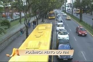 Prefeitura de Joinville vai retirar placas de estacionamento da frente de colégio - Caso gerou polêmica entre os moradores da cidade.
