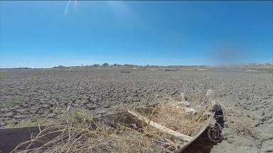Governo do Rio Grande do Norte renova estado de emergência por seis meses - Quase todos os municípios do estado estão sofrendo com a pior seca dos últimos 100 anos. Cinquenta e nove dos 70 reservatórios do Rio Grande do Norte estão com menos da metade do volume e 12 estão secos.