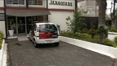 Polícia descobre quem pode ser a quinta mulher assassinada pelo pintor - Polícia pode ter desvendado mais um mistério no caso do pintor da favela Alba, que matou e enterrou as vítimas na própria casa.