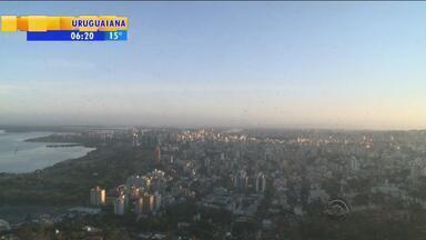 Tempo: amanhecer é frio em Porto Alegre nesta segunda-feira (5) - Sol predomina em todo o estado e temperaturas sobem durante a tarde.