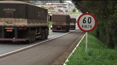 Em dez meses, rodovia General Carneiro à Mallet tem 130 acidentes - A BR-153, que vira BR-476 tem curva, neblina e um limite de velocidade que nem sempre é respeitado.
