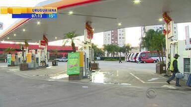 Posto de gasolina é assaltado pela oitava vez nos últimos dois meses em Porto Alegre - Na madrugada desta segunda-feira (5), dois funcionários foram feitos reféns na Zona Norte da capital.