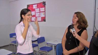 Começa a funcionar em Cuiabá a primeira central de intérprete de Libras - Começa a funcionar em Cuiabá a primeira central de intérprete de Libras