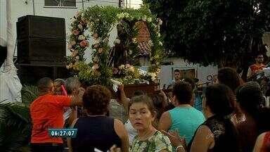 Centenas de pessoas participam de homenagens a São Francisco no Bairro Canindezinho - Santo morreu no dia 03 de outubro em 1826.