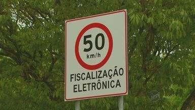Velocidade máxima na avenida ao redor da Lagoa do Taquaral passa a ser de 50km/h - O novo radar passa a valer a partir desta segunda-feira (5). Os motoristas que não respeitarem a nova velocidade da Avenida Heitor Penteado serão multados.