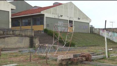 Falta energia elétrica e estrutura afeta ensino em escolas do Paraná - Problemas ocorrem em escolas de Pinhais e Almirante Tamandaré, na Região Metropolitana de Curitiba.