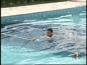 Bombeiros explicam como socorrer um adulto que se afogou - Medidas auxiliam nos primeiros socorros.