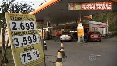 Aumento do preço do etanol surpreende motoristas em várias partes do país - Em Goiânia, o litro do etanol variava na média de R$ 1,99 a R$ 2,29. Agora é encontrado de R$ 2,09 a R$ 2,59. Donos dos postos dizem que estão pagando mais caro o etanol que compram das distribuidoras.