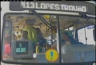 Desconto de R$ 0,10 nas tarifas de ônibus com o cartão RioCard é suspenso em Petrópolis - Passageiros ficaram surpresos.
