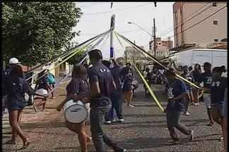 Último ensaio dos ternos de Congado ocorre em Uberlândia - Treinamento ocorreu no último fim de semana na preparação da Festa do Congado.