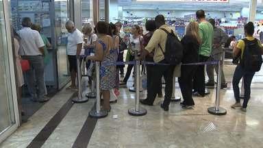 Semana começa com grande movimento nas casas lotéricas da capital baiana - Greve dos bancários só começa nesta terça (06), mas já provocou filas nas loterias.