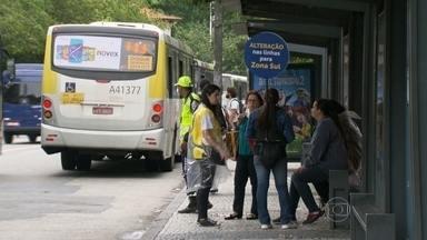 Passageiros reclamam da falta de informação no primeiro dia útil sem 11 linhas de ônibus - Quem sai da Zona Oeste em direção ao Centro, passando pela Zona Sul, tem agora que fazer baldeação em Botafogo.
