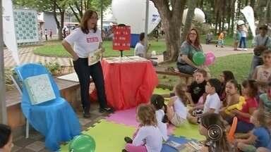 """Primeiro domingo do TEM Arte começa animado para as crianças - O primeiro domingo (4) do projeto """"TEM Arte"""", uma iniciativa da TV TEM com apoio do Sesi, começou animado. Aproximadamente 6 mil pessoas participaram do evento que terminou às 16h30, segundo os organizadores."""
