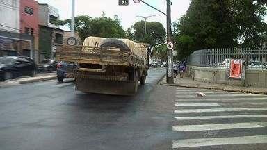 Caminhões passam a ser proibidos de trafegar em mais vias de Fortaleza - Objetivo é que eles não circulem nas ruas mais movimentadas da capital cearense.