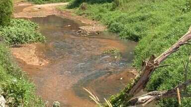 Nível do Rio Santa Maria diminui e pode afetar abastecimento em Vitória - Secretário diz que, se não chover, haverá uma situação de calamidade.Outros rios do Espírito Santo são afetados pela seca e pela poluição.