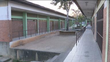 Escola estadual é arrombada pela terceira vez em Campina Grande - Vários materiais didáticos foram roubados.