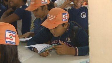 Estudantes do AM recebem orientações sobre desastres - Defesa Civil realizou ação em escolas de Manaus.