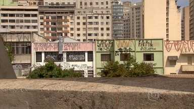 Ministério Público faz recomendação para Prefeitura de BH combater pichação com rigidez - Belo Horizonte é uma das cidades mais sujas por pichações do Brasil, segundo o Ministério Público de Minas Gerais. Um dos pontos preferidos dos pichadores é a Praça Sete, no centro da capital.