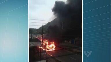 Empresa responsável pelo transporte municipal de Guarujá apura incêndio em ônibus - A empresa ainda está apurando o que teria provocado o incêndio ocorrido na tarde da última segunda-feira (5). O veículo pegou fogo na avenida Ademar de Barros.