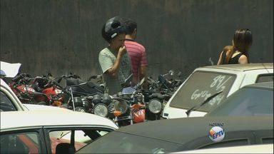 Carros que serão leiloados em Varginha (MG) na quinta-feira já estão expostos na cidade - Carros que serão leiloados em Varginha (MG) na quinta-feira já estão expostos na cidade