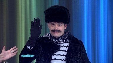 Otaviano Costa volta de férias vestido como russo - Monica Iozzi comemora o retorno do colega de bancada