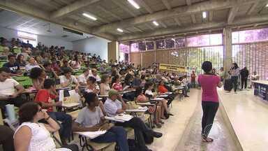 Em assembleia, professores da Ufba decidem manter greve - Já os docentes da UFRB encerraram nesta terça (06) a greve que já durava quatro meses.
