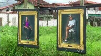 Exposição retrata figuras notáveis em praça de Paraty, RJ - Mostra continua até o dia 12 de outubro na Praça da Paz, no bairro Ilha das Cobras.