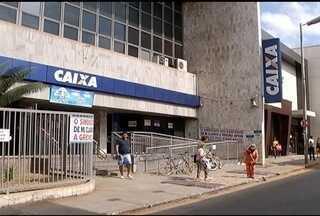 Servidores de quatro bancos fazem paralisação - Bradesco, Banco do Brasil, do Nordeste e Caixa estão com alguns serviços suspensos.