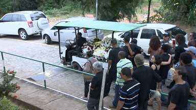 Corpo de engenheiro de som morto em ponto de ônibus é enterrado - A polícia divulgou o retrato falado do suspeito de matar José Fernando Gundlach.