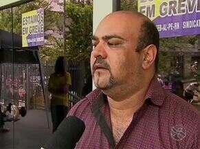 Greve dos bancários paralisa agências em Caruaru - Categoria reivindica reajuste salarial de 16%, de acordo com Sindicato.