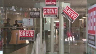 Bancos estão em greve em todo o país - Muita gente que precisou de atendimento perdeu a viagem
