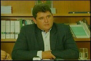 Arlei Rosa anuncia contenção de despesas em Teresópolis devido à crise econômica - Medidas incluem redução do salário do prefeito e exoneração de mais de 160 funcionários comissionados.