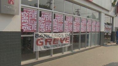 Bancários das 106 agências de Rondônia decidiram aderir à greve nacional - Só na capital, Porto Velho, são mais de mil funcionários que aderiram à paralisação. A categoria quer reajuste salarial de 16%.