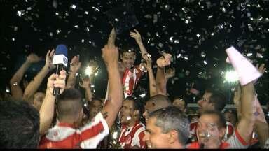 Esporte de Patos vence e fica com o título da 2ª divisão - O Patinho do Sertão venceu o Paraíba por 2 a 1 e conquistou o troféu de campeão da 2ª divisão.