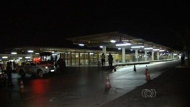 Homem é atropelado dentro de terminal de ônibus em Goiânia - Acidente aconteceu no Terminal Padre Pelágio. A Polícia Civil investiga o caso.