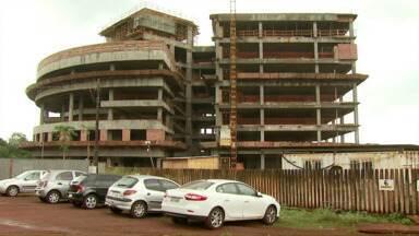 Semana termina com demissão em grande escala em Foz - Pelo menos 111 funcionários que trabalhavam na construção do novo prédio da Justiça Federal foram demitidos.