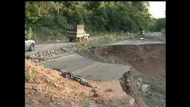 Cratera em rodovia de SC está aberta há 15 meses - Cratera em rodovia de SC está aberta há 15 meses