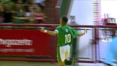Escola de Cariacica vence final do futsal masculino do Jogos da Redes, no ES - Artilheiro do time fez três gols na final.