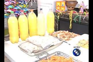 Em Belém, famílias preparam a casa para receber amigos e parentes para o Círio de Nazaré - Muita gente enfeita as residências com a temática religiosa e já prepara o almoço para o domingo.
