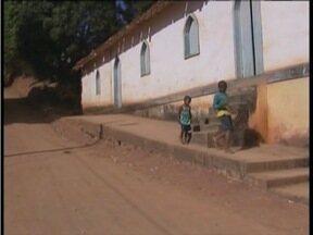 Calendário: Moradores de Chonin de Cima em Valadares pedem asfaltamento na Rua 21 - Eles reclamam de muita poeira.