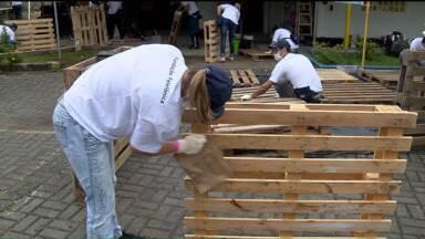 Voluntários reformam estrutura de escolas de educação especial de Curitiba - Os voluntários se reuniram para reformar cinco escolas de Curitiba.