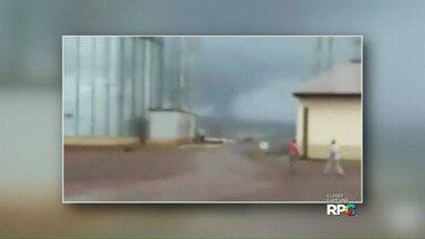 Tornado atinge a região de Cafelândia - Em cascavel 410 casas foram atingidas pelo temporal desta sexta-feira (09/10).