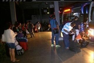 Usuários de ônibus enfrentam problemas para sair de Campos, RJ, no feriadão - Nas estradas, buracos atrapalham os motoristas.